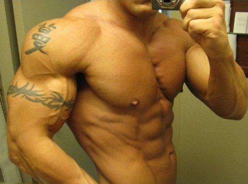 Как быстро накачать грудные мышцы?