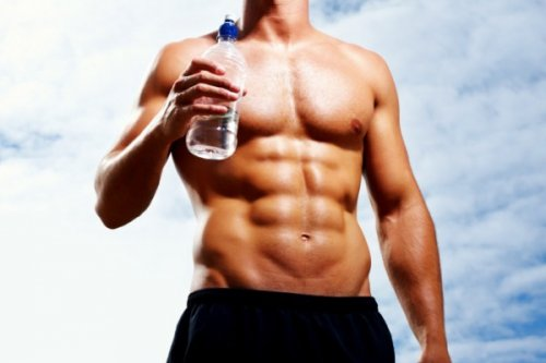 Как простая вода сжигает лишний жир
