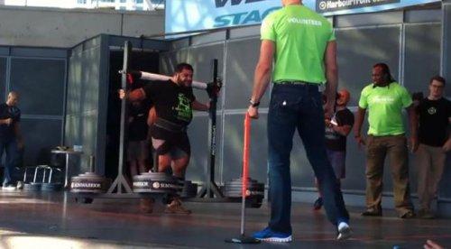Стронгмен-вегетарианец побил мировой рекорд