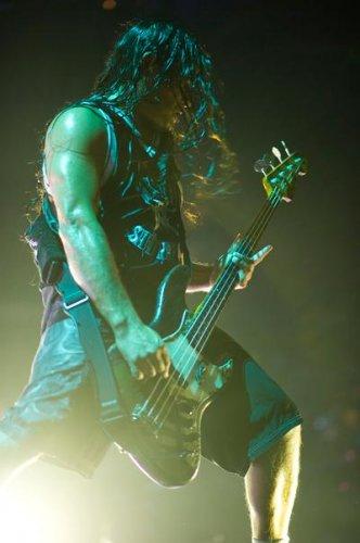 Рок-тренинг: как тренируется басист Metallica?
