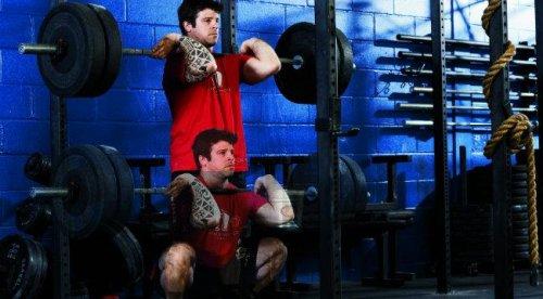Разнообразьте тренировки: фронтальные приседания