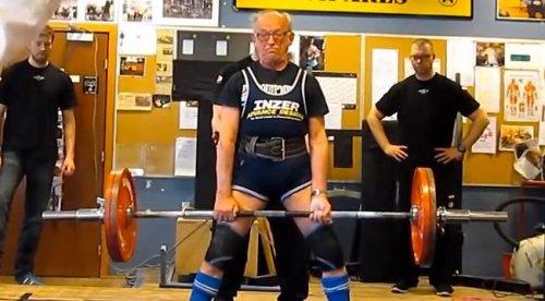 91-летний атлет вытянул 286 фунтов!
