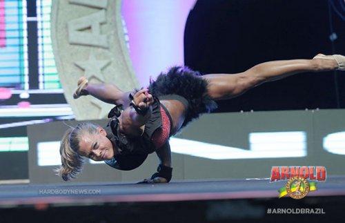 Бетани Цистернино выиграла 2014 Arnold Classic Brazil Fitness