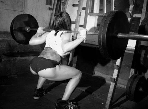 Четыре мифа о тренинге ягодичных мышц женщинами