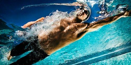 Как учат плавать взрослых: сроки и особенности обучени